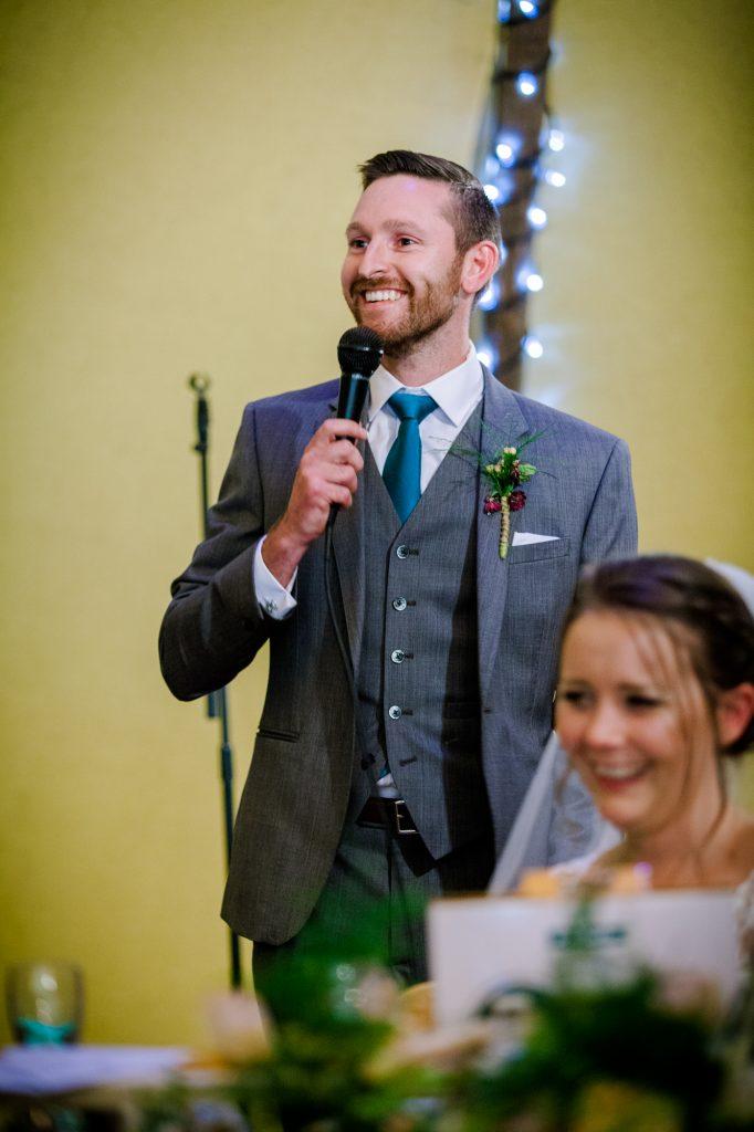 Best man wedding speech laughing.